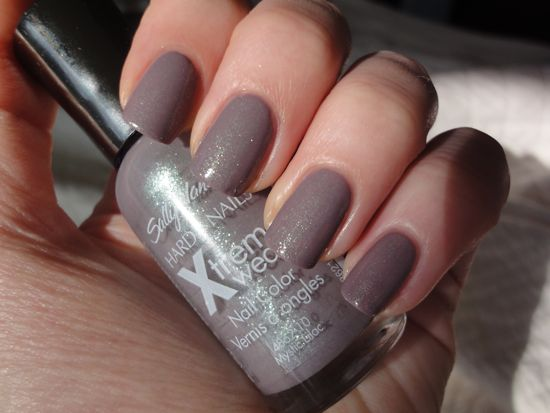 Sally Hansen Mystic Lilac over Concrete